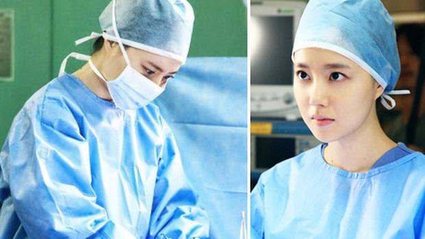 """7 """"chị đại"""" ngành y ngầu nhất phim Hàn: Park Shin Hye tay không quật côn đồ cũng chưa át vía được nữ chính Hospital Playlist - Ảnh 4."""