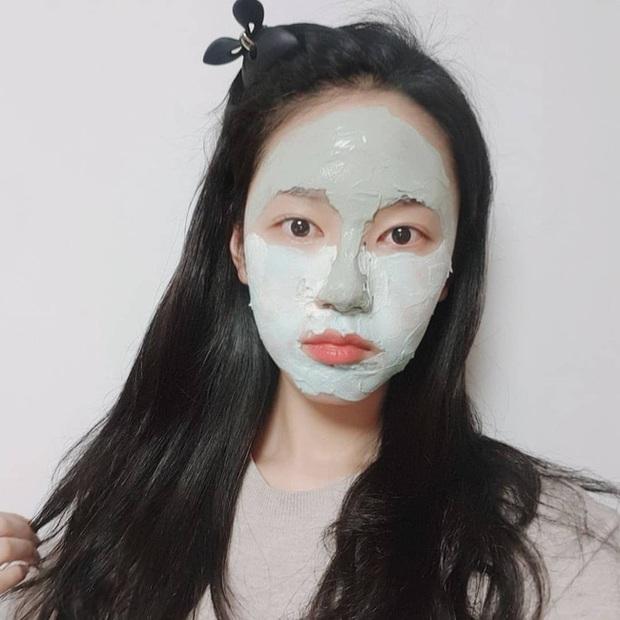 Tưởng là tút lại nhan sắc nhưng 3 loại mặt nạ sau dễ khiến da khô như ngói, chuyên gia khuyên bạn cân nhắc kỹ trước khi dùng - Ảnh 1.