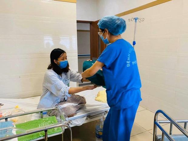 5 thiên thần nhỏ chào đời trong khu cách ly Bệnh viện Bạch Mai - Ảnh 2.