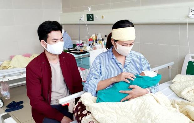 5 thiên thần nhỏ chào đời trong khu cách ly Bệnh viện Bạch Mai - Ảnh 3.