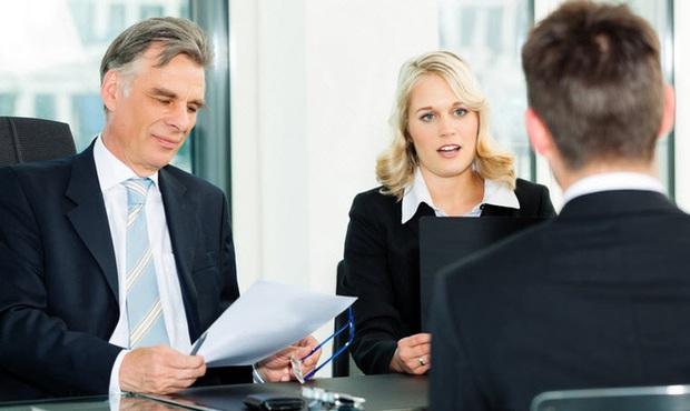 Nếu là giám đốc, anh sẽ báo cáo công việc lên cấp trên thế nào?, ứng viên đưa ra phương án thiếu trung thực, không ngờ lại trúng tuyển - Ảnh 1.