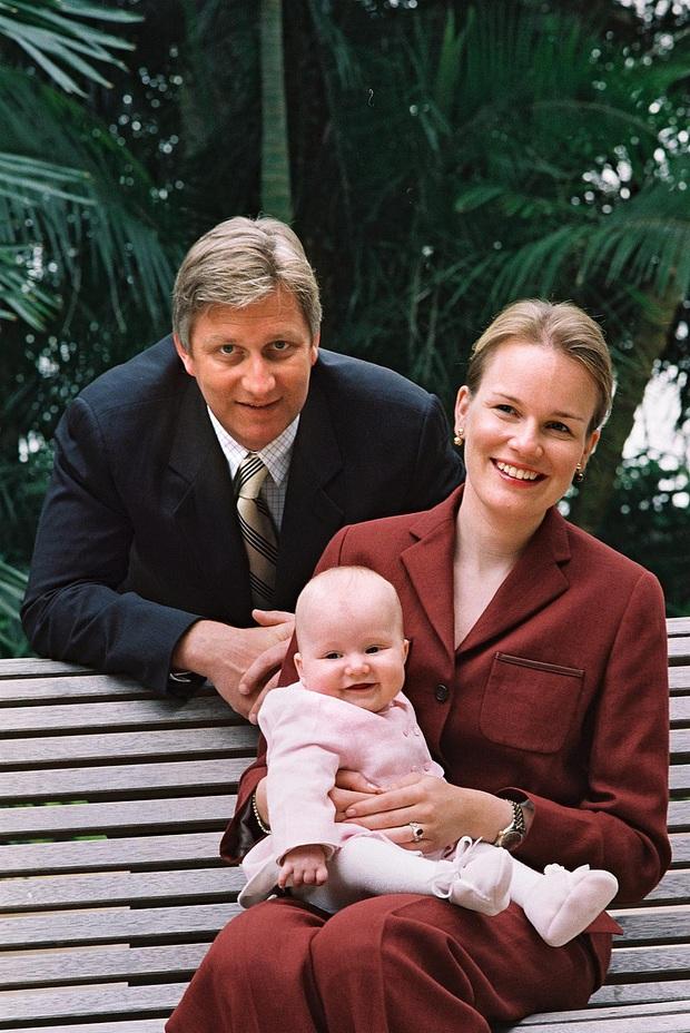 Công chúa vừa tròn 18 của Hoàng gia Bỉ: Xinh đẹp hiền hậu với gu thời trang thanh lịch đúng cốt cách Nữ hoàng tương lai - Ảnh 2.