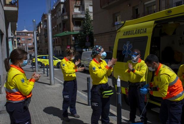 Sau vài ngày giảm, số người tử vong vì COVID-19 ở Tây Ban Nha lại tăng - Ảnh 1.