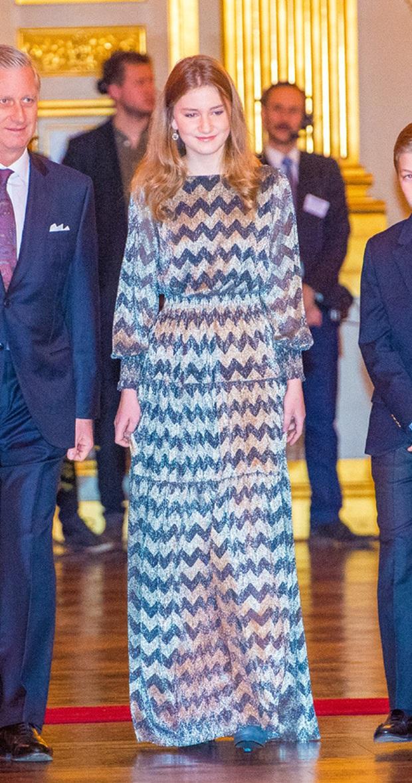 Công chúa vừa tròn 18 của Hoàng gia Bỉ: Xinh đẹp hiền hậu với gu thời trang thanh lịch đúng cốt cách Nữ hoàng tương lai - Ảnh 14.