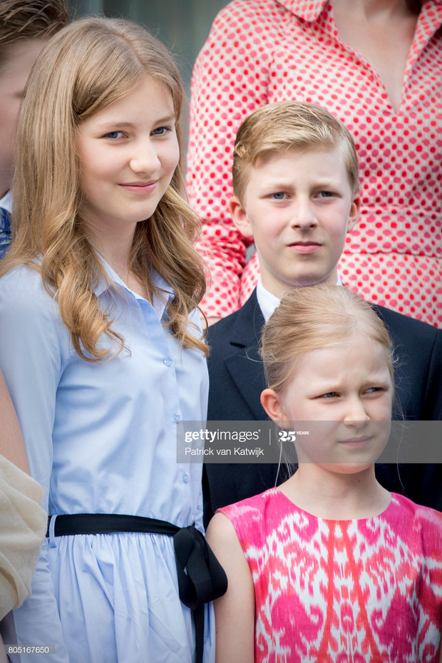 Công chúa vừa tròn 18 của Hoàng gia Bỉ: Xinh đẹp hiền hậu với gu thời trang thanh lịch đúng cốt cách Nữ hoàng tương lai - Ảnh 7.