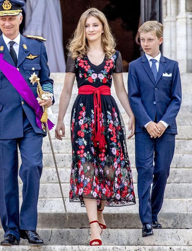 Công chúa vừa tròn 18 của Hoàng gia Bỉ: Xinh đẹp hiền hậu với gu thời trang thanh lịch đúng cốt cách Nữ hoàng tương lai - Ảnh 8.