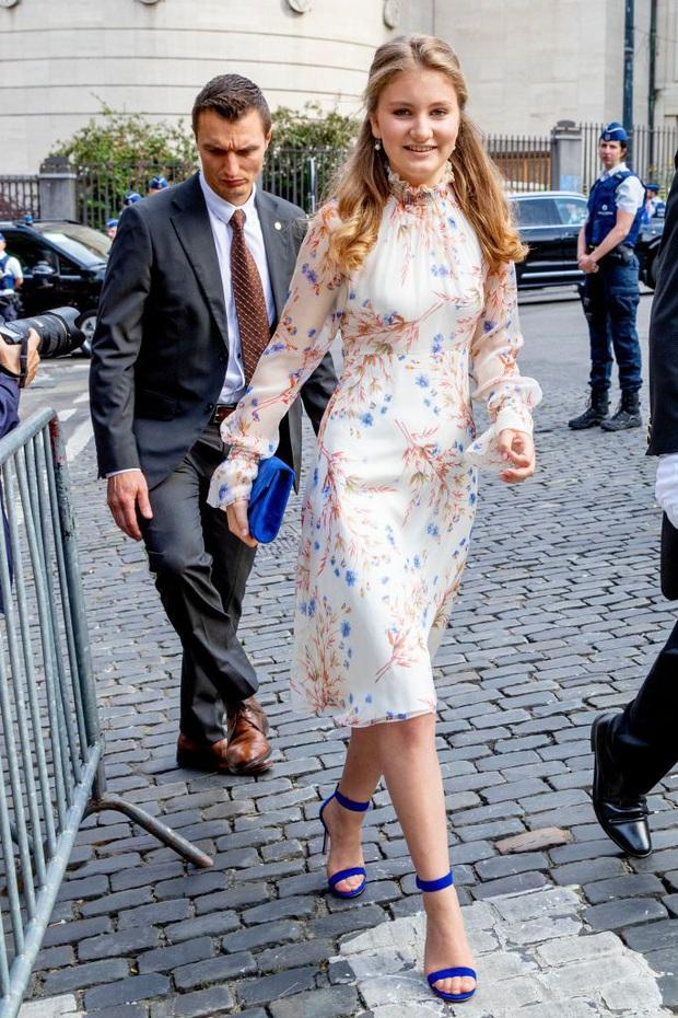 Công chúa vừa tròn 18 của Hoàng gia Bỉ: Xinh đẹp hiền hậu với gu thời trang thanh lịch đúng cốt cách Nữ hoàng tương lai - Ảnh 9.