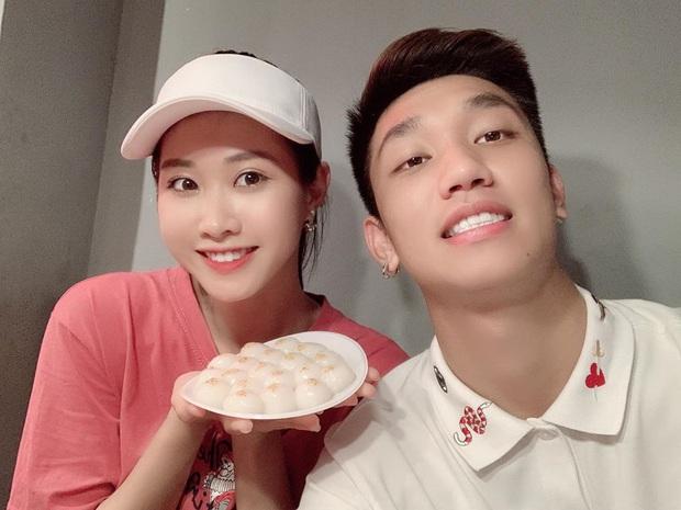 Trọng Đại đánh lẻ, tình tứ bên bạn gái xinh đẹp sau trận giao hữu với Hà Nội FC - Ảnh 5.