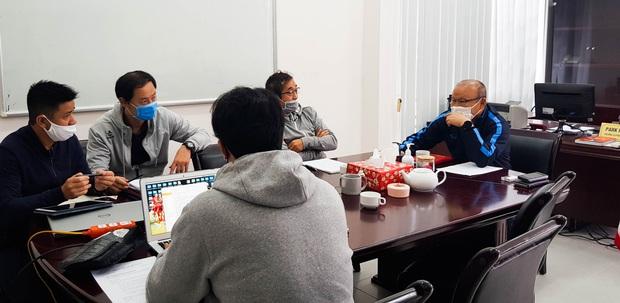 """HLV Park Hang-seo: """"Chúng tôi vẫn chăm chỉ làm việc để chuẩn bị tốt các phương án cho ĐT Việt Nam"""" - Ảnh 1."""