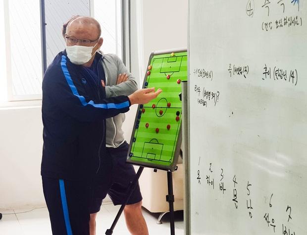 """HLV Park Hang-seo: """"Chúng tôi vẫn chăm chỉ làm việc để chuẩn bị tốt các phương án cho ĐT Việt Nam"""" - Ảnh 2."""