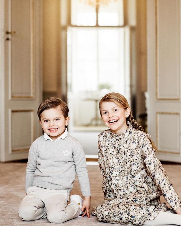 Công chúa Estelle của Thụy Điển: Nữ hoàng tương lai mới 8 tuổi đã xinh đẹp xuất chúng, đốn tim dân tình với style đáng yêu siêu cấp - Ảnh 11.