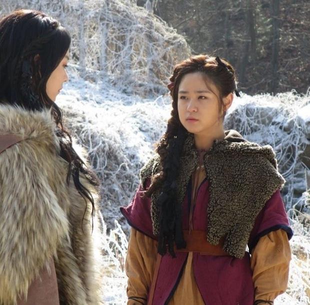 """Đóng chung với Song Joong Ki không ai nhớ, chỉ đến khi cô gái này làm """"cánh tay"""" đắc lực của bà cả Thế Giới Hôn Nhân bỗng nổi ngay! - Ảnh 4."""