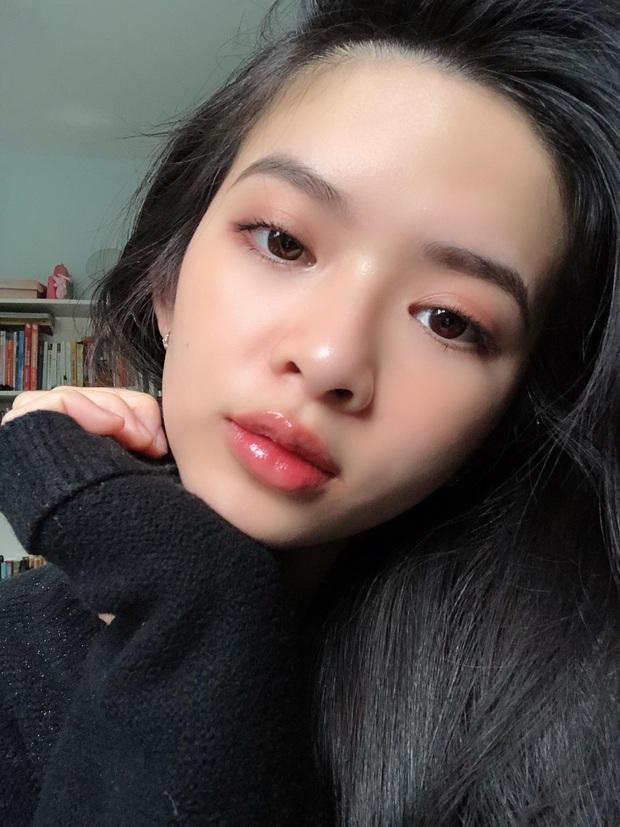 Ngưng dùng kem nền hơn 1 tháng, dùng kem chống nắng thay cho makeup: Cô nàng này thấy da mềm mượt bất ngờ, mụn ẩn giảm rõ rệt - Ảnh 1.