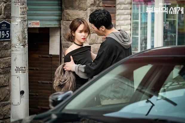 """Đóng chung với Song Joong Ki không ai nhớ, chỉ đến khi cô gái này làm """"cánh tay"""" đắc lực của bà cả Thế Giới Hôn Nhân bỗng nổi ngay! - Ảnh 1."""