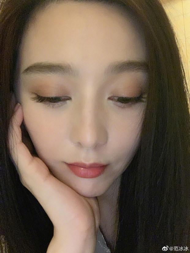 Phạm Băng Băng gây sốt với loạt ảnh chứng minh nhan sắc: Có ai U40 mà dám selfie siêu cận mặt như chị đẹp? - Ảnh 3.
