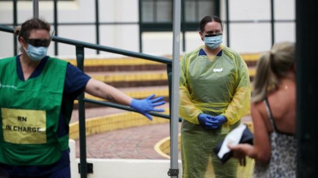 Chúng tôi không đói, chúng tôi cần khẩu trang: Các y bác sĩ nơi tuyến đầu chống dịch Covid-19 ở Úc lên tiếng kêu cứu - Ảnh 2.