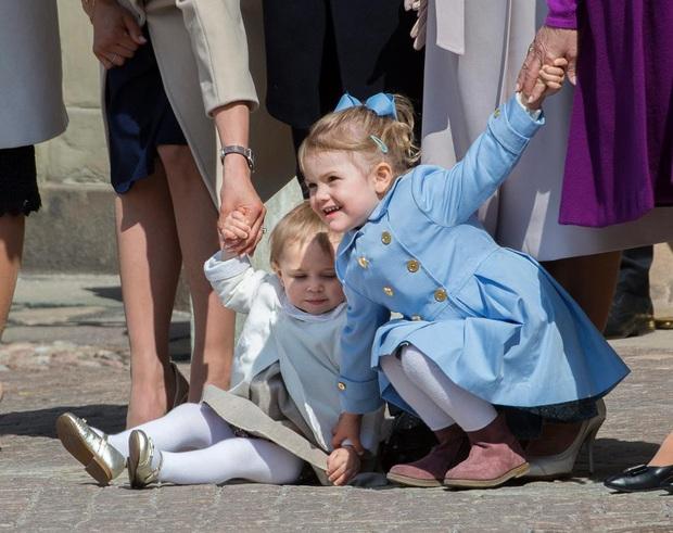 Công chúa Estelle của Thụy Điển: Nữ hoàng tương lai mới 8 tuổi đã xinh đẹp xuất chúng, đốn tim dân tình với style đáng yêu siêu cấp - Ảnh 8.