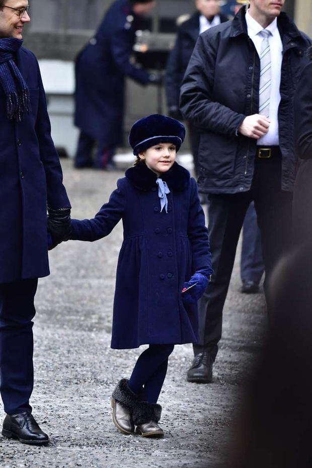 Công chúa Estelle của Thụy Điển: Nữ hoàng tương lai mới 8 tuổi đã xinh đẹp xuất chúng, đốn tim dân tình với style đáng yêu siêu cấp - Ảnh 10.