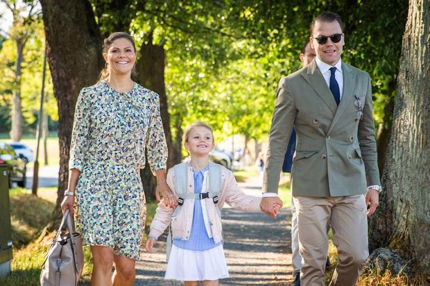 Công chúa Estelle của Thụy Điển: Nữ hoàng tương lai mới 8 tuổi đã xinh đẹp xuất chúng, đốn tim dân tình với style đáng yêu siêu cấp - Ảnh 13.