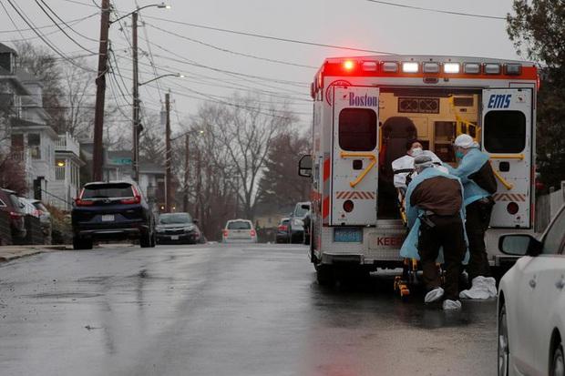 New York trải qua thời khắc tang thương nhất trong dịch Covid-19, số người tử vong đã vượt qua vụ khủng bố đẫm máu ngày 11/9 - Ảnh 10.