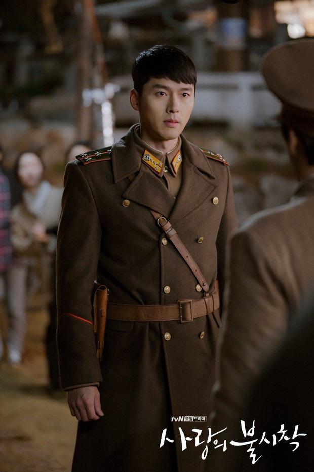 Đừng chỉ để ý gương mặt, body tài tử Hyun Bin cũng là báu vật Kbiz: Nhìn là muốn dựa vào bờ vai, lồng ngực ấy! - Ảnh 2.
