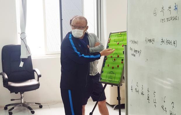 Tại sao không đòi CLB Thái Lan nhả Văn Lâm về dự AFF Cup 2020 lại thể hiện đẳng cấp của bóng đá Việt Nam? - Ảnh 2.