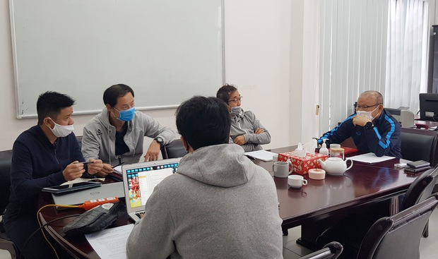 Vì sao HLV Park Hang-seo không bị giảm lương dù doanh thu của cơ quan chủ quản sụt giảm trong mùa dịch? - Ảnh 2.