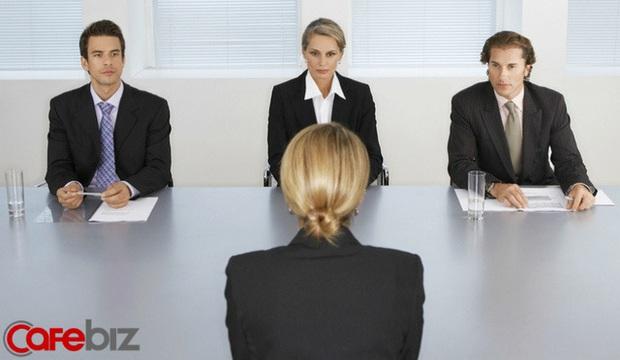 Nhà tuyển dụng hỏi: Dưới đất có một tờ 10k và một tờ 100k, bạn sẽ nhặt tờ nào? Cô gái trả lời khôn khéo lập tức được nhận việc - Ảnh 2.