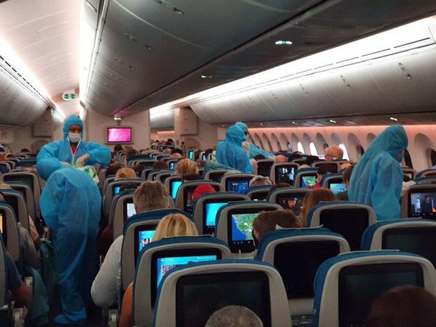 Hai chuyến bay đặc biệt từ Việt Nam đưa công dân châu Âu hồi hương  - Ảnh 2.