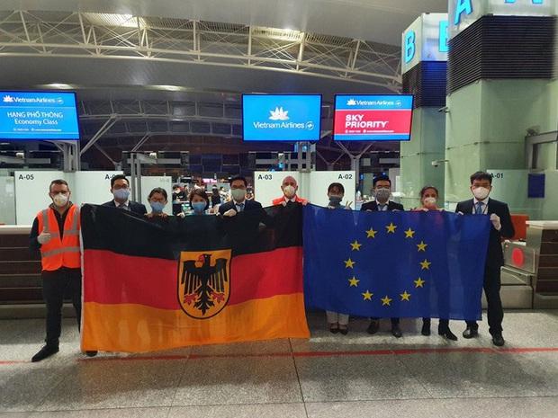 Hai chuyến bay đặc biệt từ Việt Nam đưa công dân châu Âu hồi hương  - Ảnh 3.