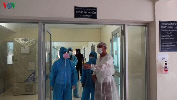Ảnh: Bên trong khu xét nghiệm virus SARS-CoV-2 ở Viện Pasteur TP.HCM - Ảnh 1.