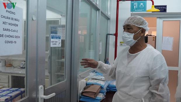Ảnh: Bên trong khu xét nghiệm virus SARS-CoV-2 ở Viện Pasteur TP.HCM - Ảnh 2.