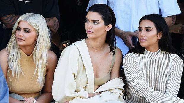 """Vén màn công thức bí mật giúp Kim Kardashian từ người hầu theo sau Paris Hilton trở thành nữ hoàng tạo nên """"đế chế tỷ đô"""" - Ảnh 12."""