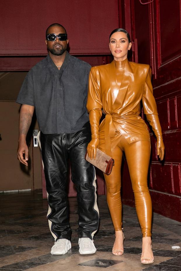 """Vén màn công thức bí mật giúp Kim Kardashian từ người hầu theo sau Paris Hilton trở thành nữ hoàng tạo nên """"đế chế tỷ đô"""" - Ảnh 15."""