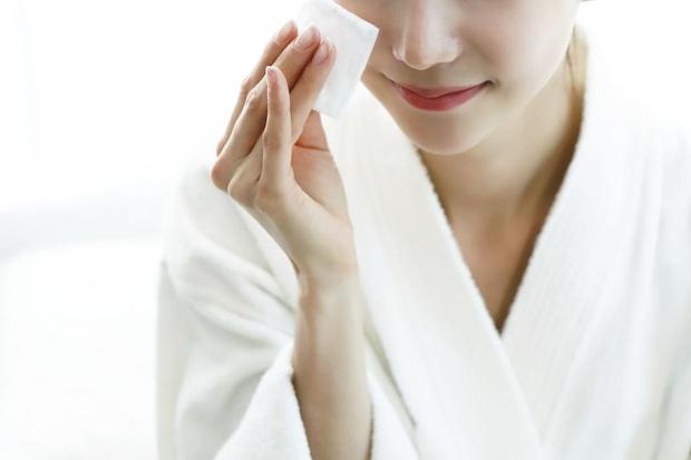2 tuần ở nhà không có sản phẩm trị mụn, khi đó nước muối sinh lý và 3 bước làm sạch có thể chữa lành mọi hư tổn trên da - Ảnh 3.