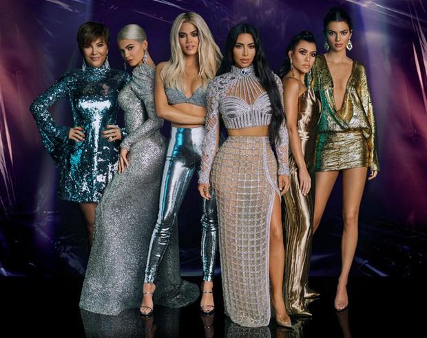 """Vén màn công thức bí mật giúp Kim Kardashian từ người hầu theo sau Paris Hilton trở thành nữ hoàng tạo nên """"đế chế tỷ đô"""" - Ảnh 4."""