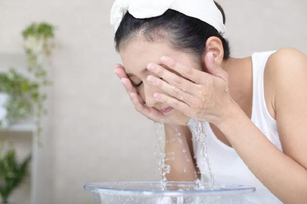 2 tuần ở nhà không có sản phẩm trị mụn, khi đó nước muối sinh lý và 3 bước làm sạch có thể chữa lành mọi hư tổn trên da - Ảnh 5.