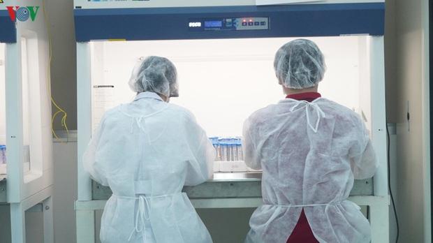 Ảnh: Bên trong khu xét nghiệm virus SARS-CoV-2 ở Viện Pasteur TP.HCM - Ảnh 5.