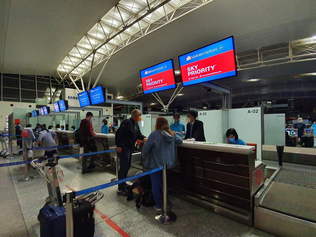 Hai chuyến bay đặc biệt từ Việt Nam đưa công dân châu Âu hồi hương  - Ảnh 10.