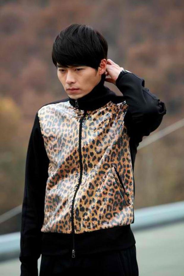 Nhớ đại úy Jung Hyuk, ngắm ngay loạt ảnh hậu trường đẹp như mơ của Hyun Bin từ thuở còn phèn cho thỏa mãn - Ảnh 5.