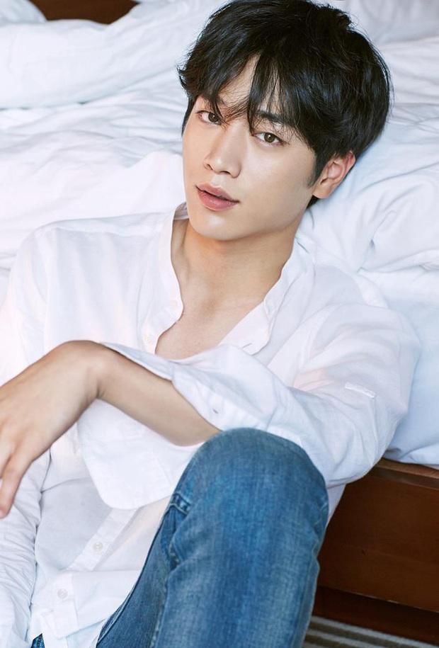 20 tài tử Hàn đẹp trai nhất mọi thời đại: Cả dàn đại nam thần Hyun Bin, Song Joong Ki bị vượt mặt, No.1 gây bất ngờ lớn - Ảnh 5.