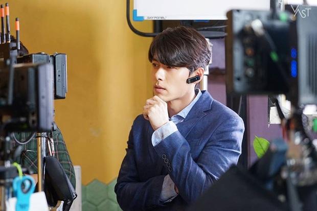 Nhớ đại úy Jung Hyuk, ngắm ngay loạt ảnh hậu trường đẹp như mơ của Hyun Bin từ thuở còn phèn cho thỏa mãn - Ảnh 19.