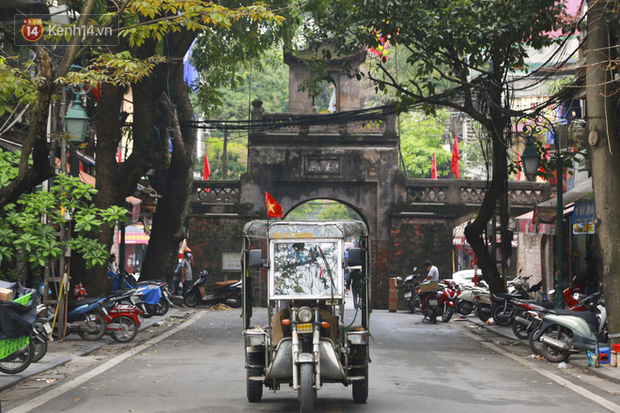 Ngắm nhịp sống trầm lặng trên những con phố siêu ngắn ở Hà Nội mùa dịch Covid -19 - Ảnh 6.