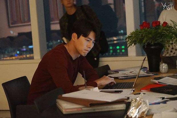 Nhớ đại úy Jung Hyuk, ngắm ngay loạt ảnh hậu trường đẹp như mơ của Hyun Bin từ thuở còn phèn cho thỏa mãn - Ảnh 23.