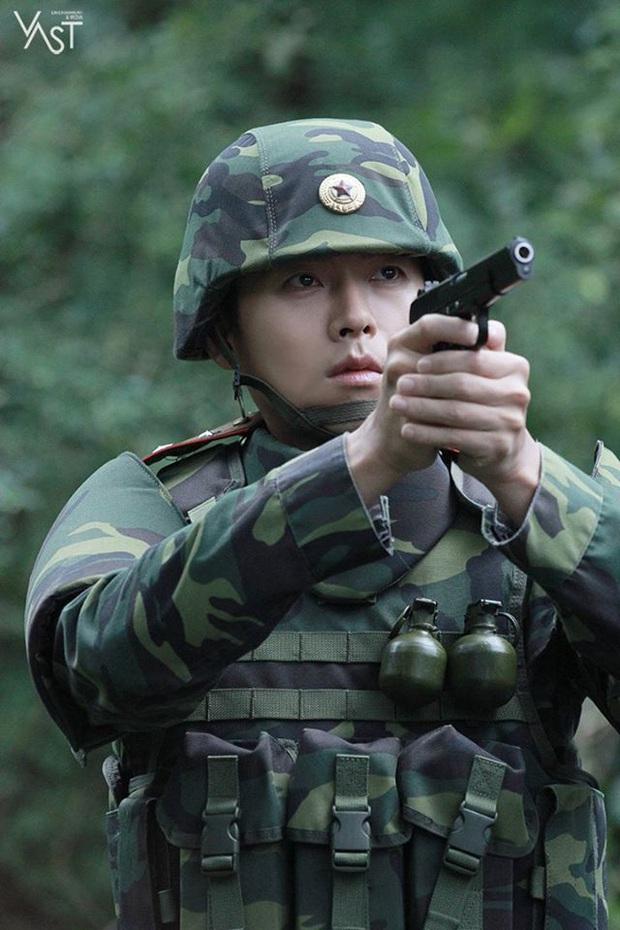 Nhớ đại úy Jung Hyuk, ngắm ngay loạt ảnh hậu trường đẹp như mơ của Hyun Bin từ thuở còn phèn cho thỏa mãn - Ảnh 27.