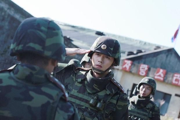 Nhớ đại úy Jung Hyuk, ngắm ngay loạt ảnh hậu trường đẹp như mơ của Hyun Bin từ thuở còn phèn cho thỏa mãn - Ảnh 26.