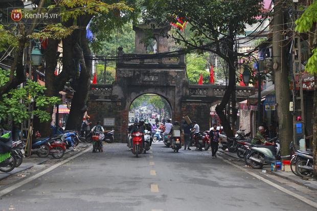 Ngắm nhịp sống trầm lặng trên những con phố siêu ngắn ở Hà Nội mùa dịch Covid -19 - Ảnh 5.