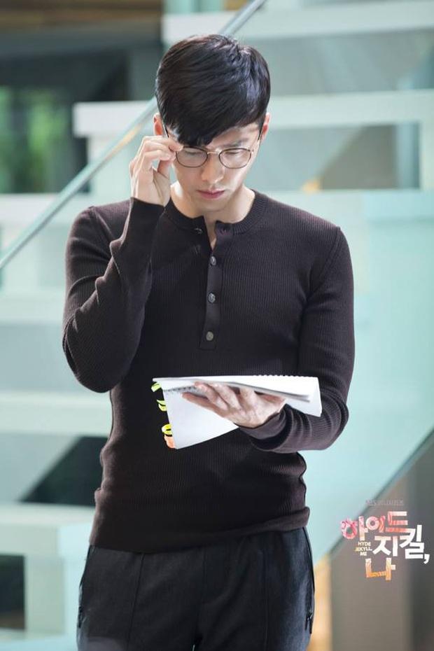 Nhớ đại úy Jung Hyuk, ngắm ngay loạt ảnh hậu trường đẹp như mơ của Hyun Bin từ thuở còn phèn cho thỏa mãn - Ảnh 12.