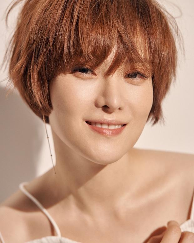 Nữ ca sĩ Hậu duệ mặt trời lần đầu lộ diện sau tin mang thai: Bà xã nhà tài tử Jo Jung Suk gầy đến đáng lo - Ảnh 6.