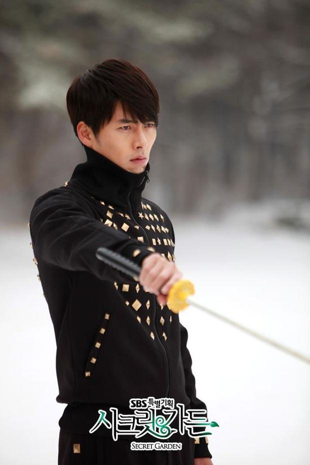 Nhớ đại úy Jung Hyuk, ngắm ngay loạt ảnh hậu trường đẹp như mơ của Hyun Bin từ thuở còn phèn cho thỏa mãn - Ảnh 2.